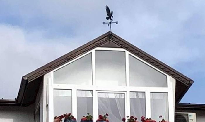Fotka balkona ove kuće postala je viralni hit, a sve zbog ekstremno čudnih tegli za cvijeće
