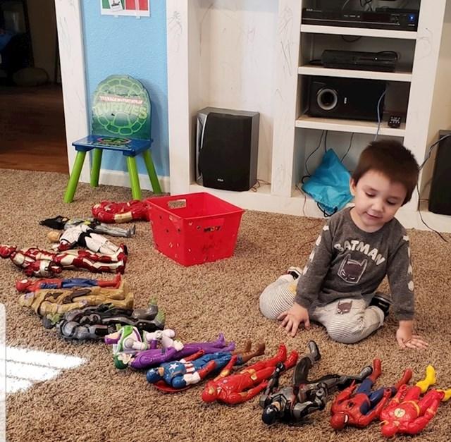 """9. """"Mojem sinu je dijagnosticiran autizam i bio je potpuno neverbalan. Sada može imenovati 45 različitih superheroja! """""""