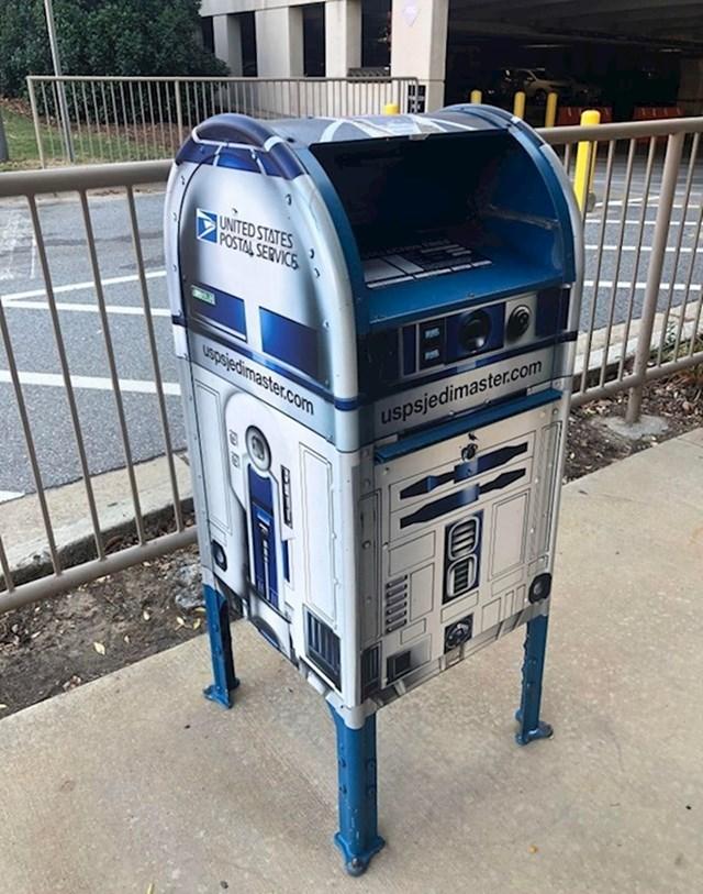 7. Poštanski sandučić u obliku R2D2-a.