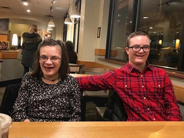 """11. """"Moja rođakinja koja ima rijetki poremećaj u razvoju sinoć je bila na prvom spoju i nije mogla sakriti svoju sreću."""""""