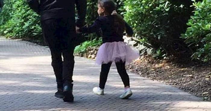 Nježni tata je u šetnji s kćerkom učinio nešto preslatko