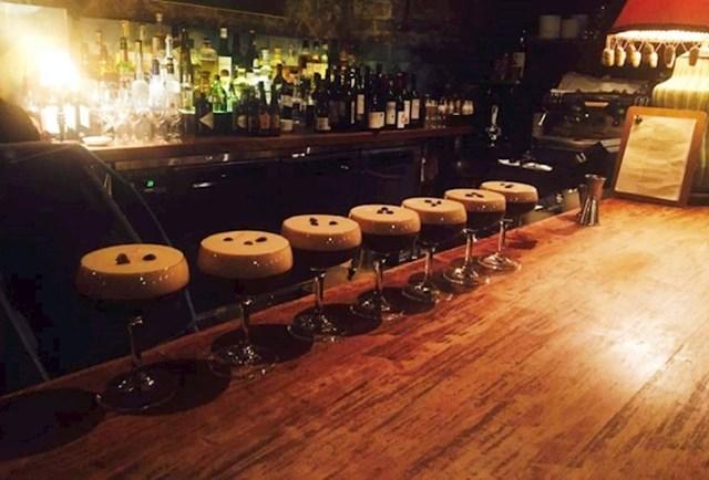 8. Izledaju kao barske stolice, ali zapravo je to espresso martini.