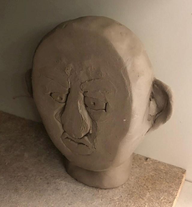 """16. """"Moj prijatelj je gotovo završio svoju skulpturu i onda mu je pala na pod i spljoštila se...."""""""
