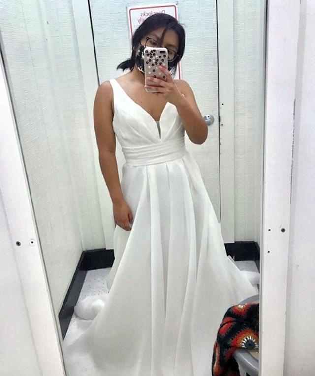 9. Slučajno je nabasala na savršenu vjenčanicu u second handu.