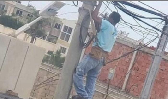 Električar nije imao skelu, pa su se on i kolege snašli na dosta opasan način i postali hit