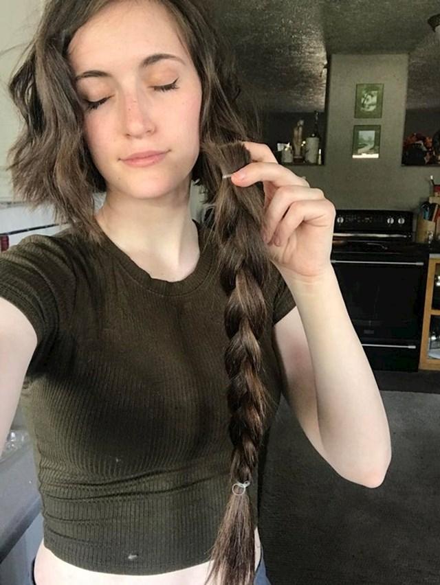 11. Godinama je puštala kosu i naglo ju odlučila ošišati. Nije požalila, tim više što ju je donirala!