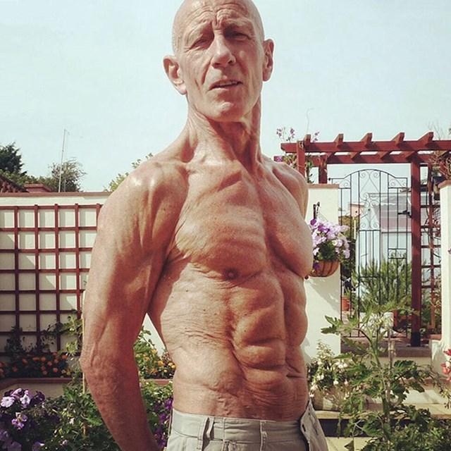 7. Moj djed ima 75 godina i izgleda bolje od većine dečkiju mojih godina.