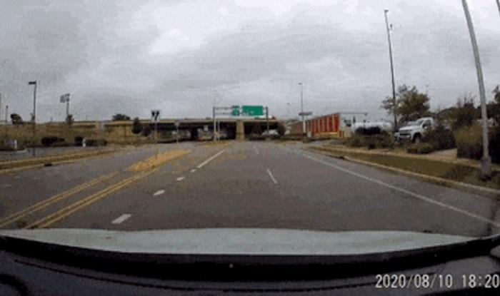 Snimka iz auta dokazuje da u prometu nikad dosta opreza, nećete vjerovati što je tip izveo
