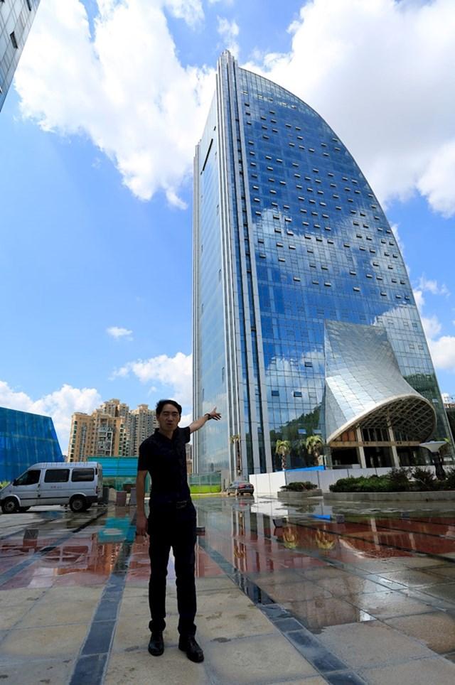 #9 U svakom slučaju - zgrada izgleda fenomenalno.