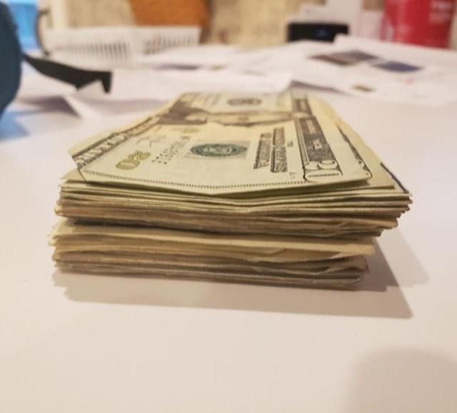 9. Mama mu je poklonila novac koji je pronašla u njegovim džepovima prije pranja hlača.