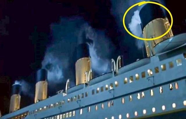 7. U filmu Titanik također se našla velika greška - sva 4 brodska dimnjaka ispuštaju paru iz motora, dok su u realnosti u pogonu bila samo 3.