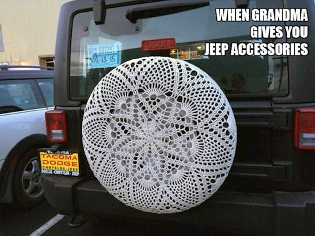 3. Kad ti baka pokloni ukras za Jeepa