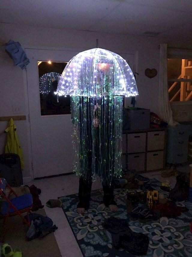 2. Ova osoba odlučila je biti meduza za Noć vještica
