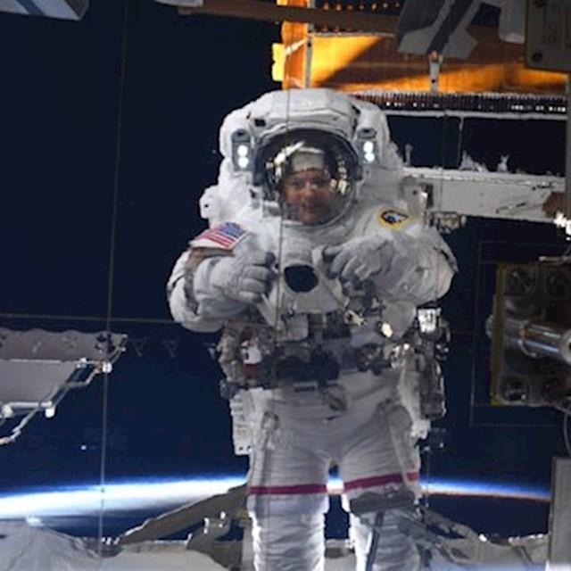 8. Astronautkinja Jessica Meir na svojem je Twitteru objavila selfie iz svemira