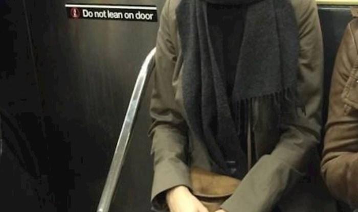 Maska kojom se ova žena pokušava zaštititi od virusa neće vam tako lako izaći iz glave