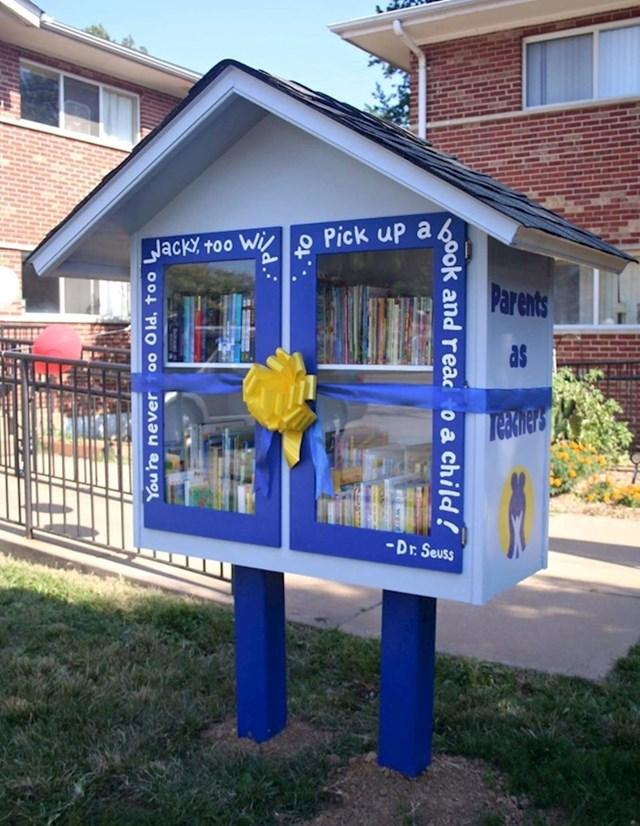 """""""Ulična knjižnica koju je osmislila i napravila moja mama."""""""