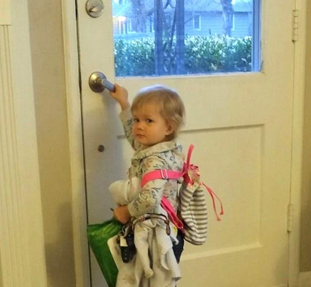 """1. """"Moja sestra je upravo rodila dijete i danas ga donijela kući. Moja druga nećakinja bila je toliko bijesna da je spakirala sve svoje stvari i pokušala otići. """""""