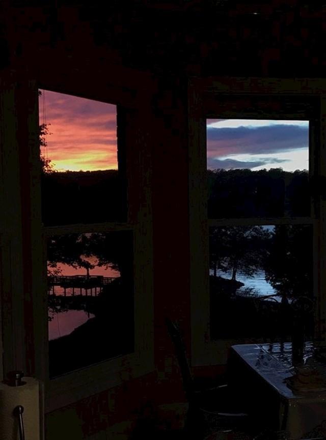 12. Zalazak sunca koji na dva različita prozora izgleda sasvim drugačije