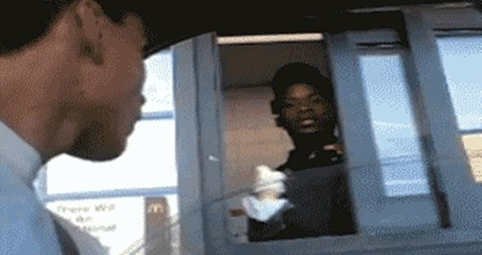 Način na koji je kupac preuzeo sladoled potpuno je izbezumio ovog prodavača