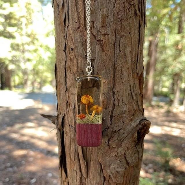 6. Fora privjesak u koji je stavila gljive i mahovinu koje je sama ubrala u šumi