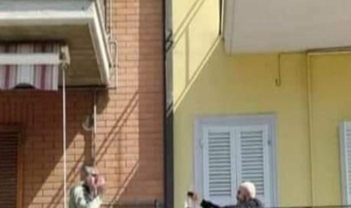 Pogledajte kako se ovi dovitljivi susjedi iz Italije druže za vrijeme pandemije koronavirusa