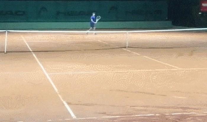 Tako se to radi, tenisač je zadao neobranjiv udarac protivniku i pritom izgleda prekul