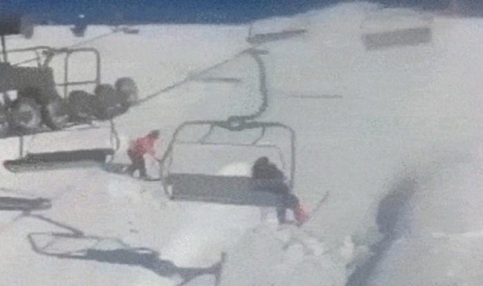 Nekulturni snowboarder skočio je na žičaru, ono što se sljedeće dogodilo boli gledati