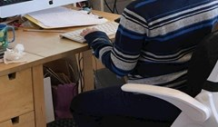 Tata je sina koji nastavu prati online zatekao u prečudnoj situaciji