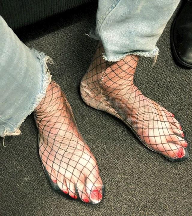13. Čarape s kojima ne trebate brinuti o manikuri