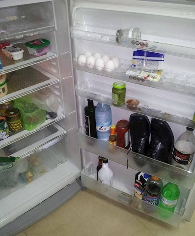 7. Pospremio je cipele u hladnjak