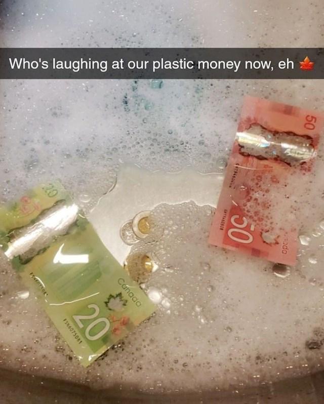 19. Izgleda da su njihove plastične novčanice ipak jako praktične.😄