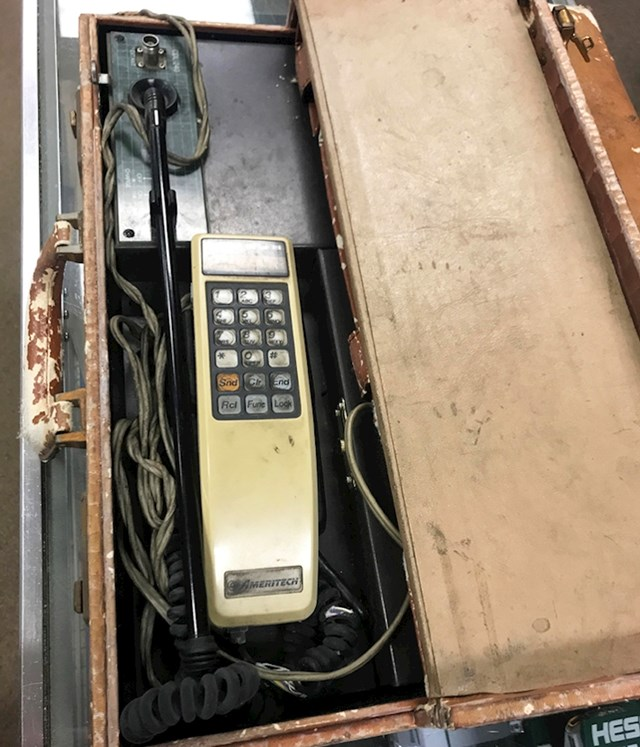 6. Prvi mobitel na svijetu.