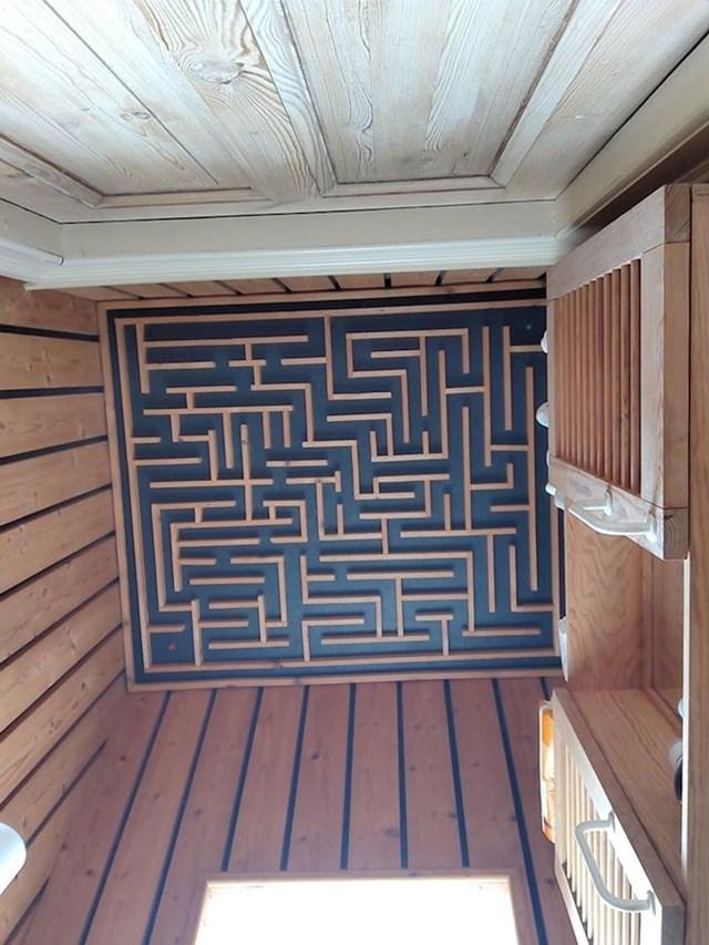 2. Strop ove kupaonice je poput labirinta