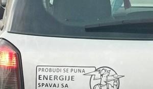 Netko je na automobilu ovog Splićanina primijetio urnebesnu naljepnicu, fotka je hit