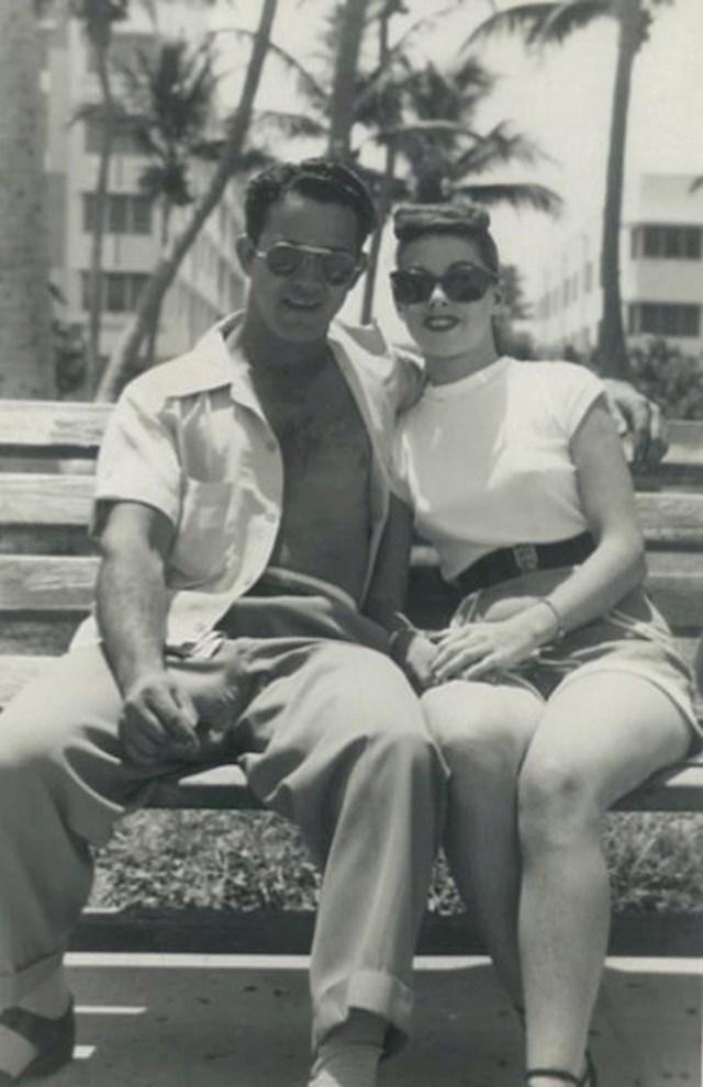 """""""Moji baka i djed na odmoru, 1945."""""""
