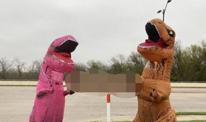 Ovi šaljivci su se obukli u dinosaure i poslali čovječanstvu optimističnu poruku