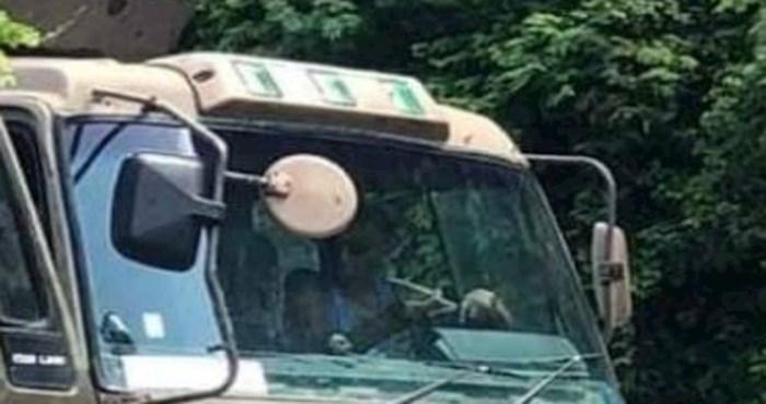 Njegov kamion neobičnog dizajna ne može proći neprimijećeno