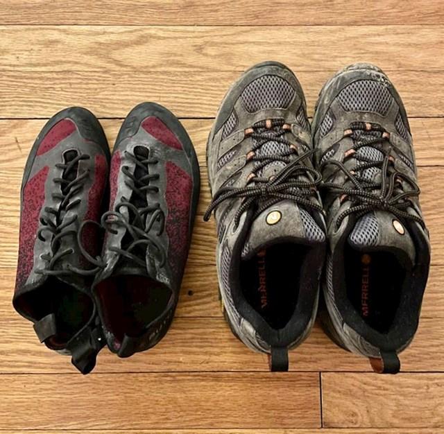 6. Teško je povjerovati da su ove čizme za planinarenje iste veličine. Lijeve su nošene, a desne nove.