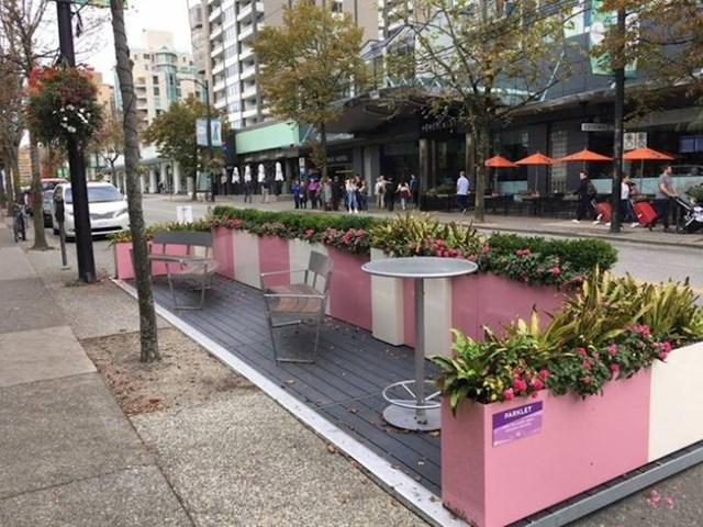 3. U kanadskom Vancouveru počeli su micati parkirna mjesta iz centra i uređivati ga po mjeri pješaka
