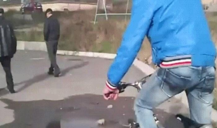 Htio je napraviti spačku slučajnom prolazniku, ali karma ga je kaznila istog trena