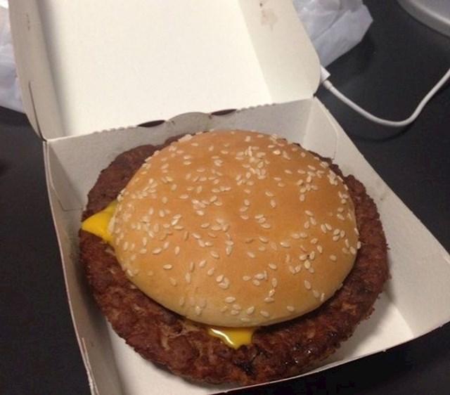12. Ovako izgleda McDonaldsov burger u Češkoj.
