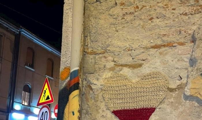 Osvanulo je novo vuneno srce sa simboličnom porukom na ulicama Zagreba