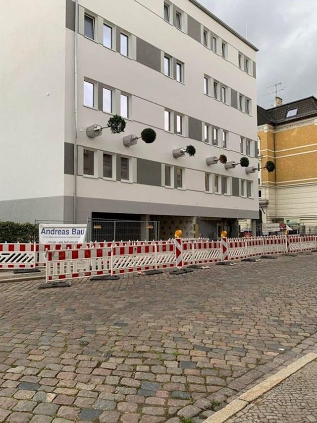 10. Posadili su drveće na fasadi zgrade.