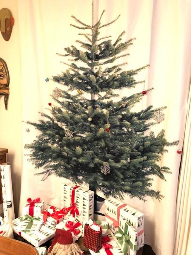 9. Ovo božićno drvce izgleda skroz normalno...sve dok ne shvatite da je isprintano.