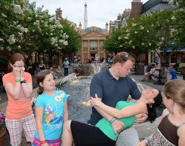 10. Baš su uživali u Disneylandu. Isto se ne može reći i za njihovu djecu.