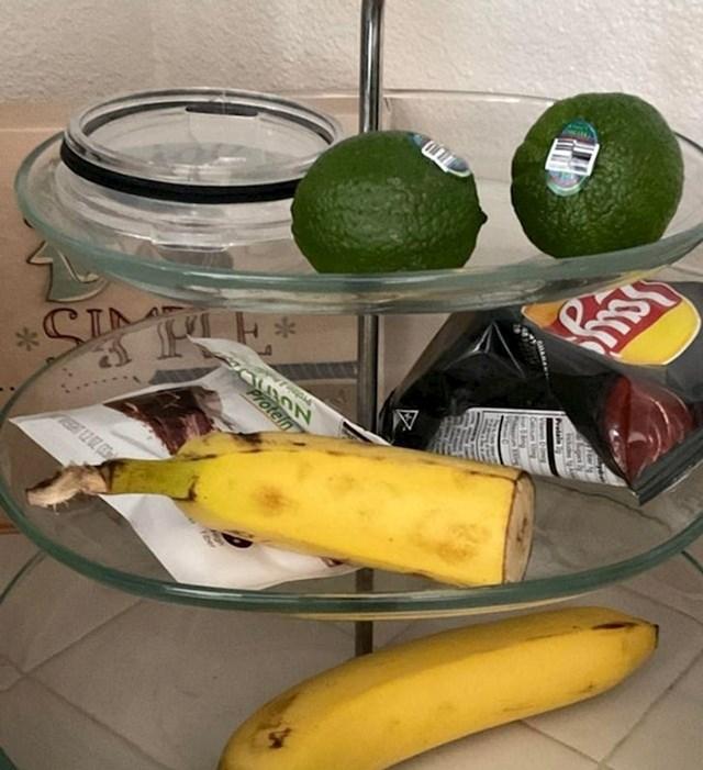 16. Kako moja mama jede banane...