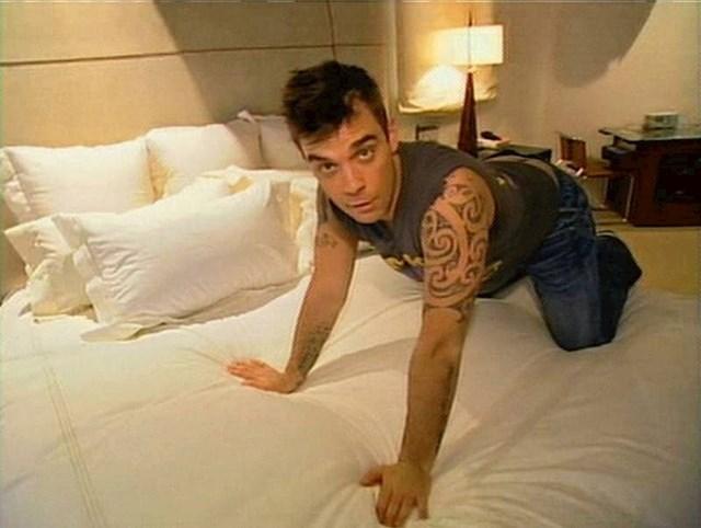 """3. Klasičnu frazu MTV Cribsa  """"Ovdje se događa magija"""" prvi je izrekao Robbie Williams u prvoj epizodi emisije."""
