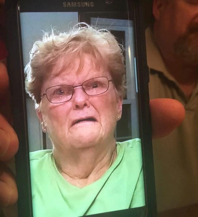 """4. """"Tata je uspio fotkati bakinu reakciju na njegovo glasno puštanje vjetra."""""""