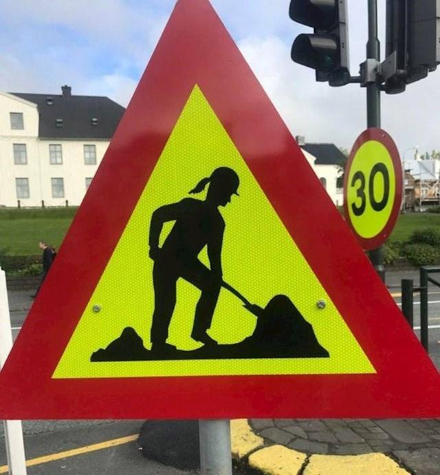 20. A postoje i znakovi na kojima su građevinski radnici - žene!👍🏼