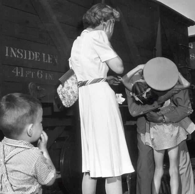 """8. 1944. """"Povratak kući"""""""